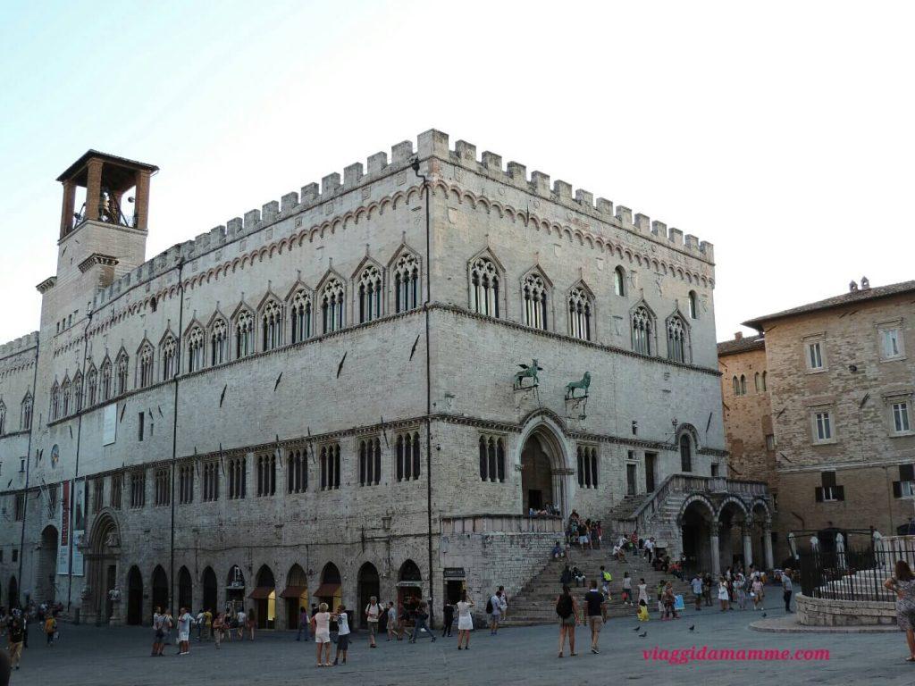 Vacanza in Puglia con bambini: da Nord a Sud (a tappe) destinazione Salento! -Palazzo dei Priori, Perugia