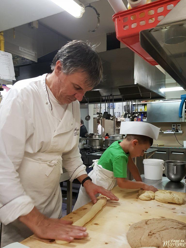Hotel Vittoria Folgaria: family hotel in Trentino - Lo chef Agostino e Andrea alle prese con la preparazione di vari tipi di pane-