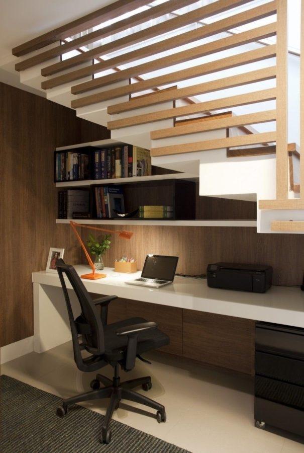 Angolo studio in casa