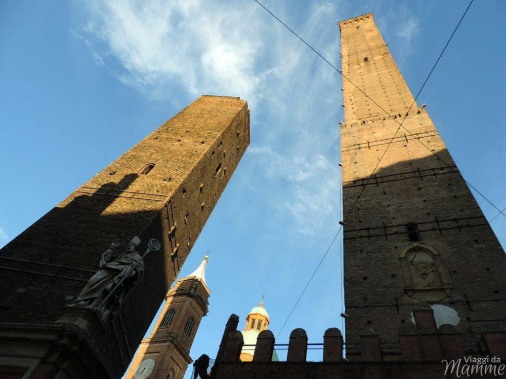 Cosa vedere a Bologna con bambini in due giorni -le Torri degli Asinelli e Garisenda-