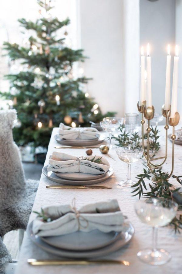 Decorazioni Natalizie Tavola.Come Apparecchiare La Tavola Di Natale Decori E Abbinamenti Viaggi Da Mamme