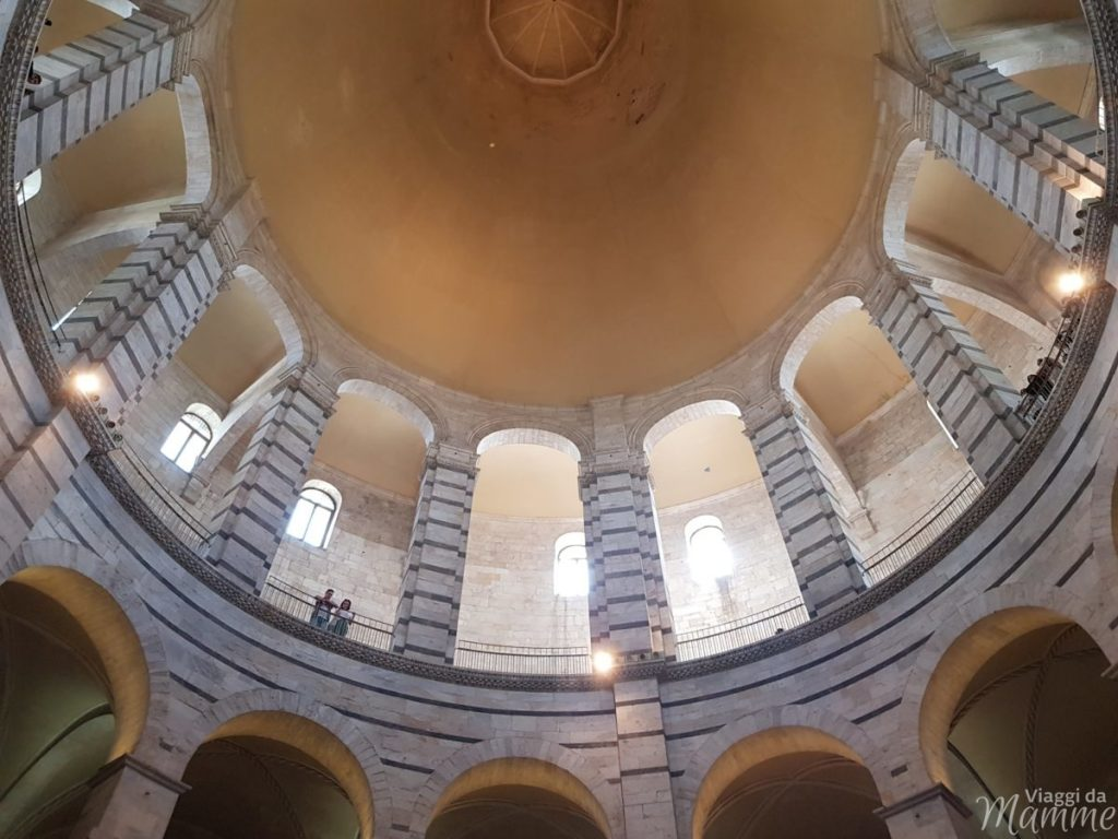 Cosa visitare a Pisa in un giorno con bambini - interno del Battistero