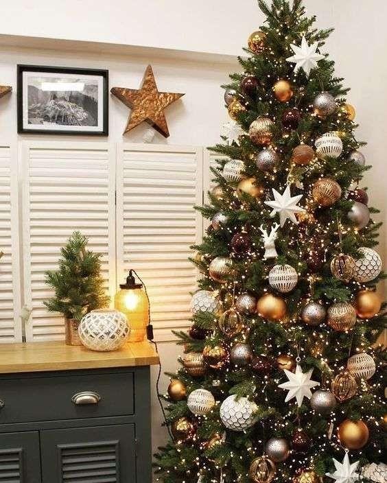 Biscotti Finti Per Albero Di Natale.Come Addobbare L Albero Di Natale Per Renderlo Favoloso Viaggi Da Mamme