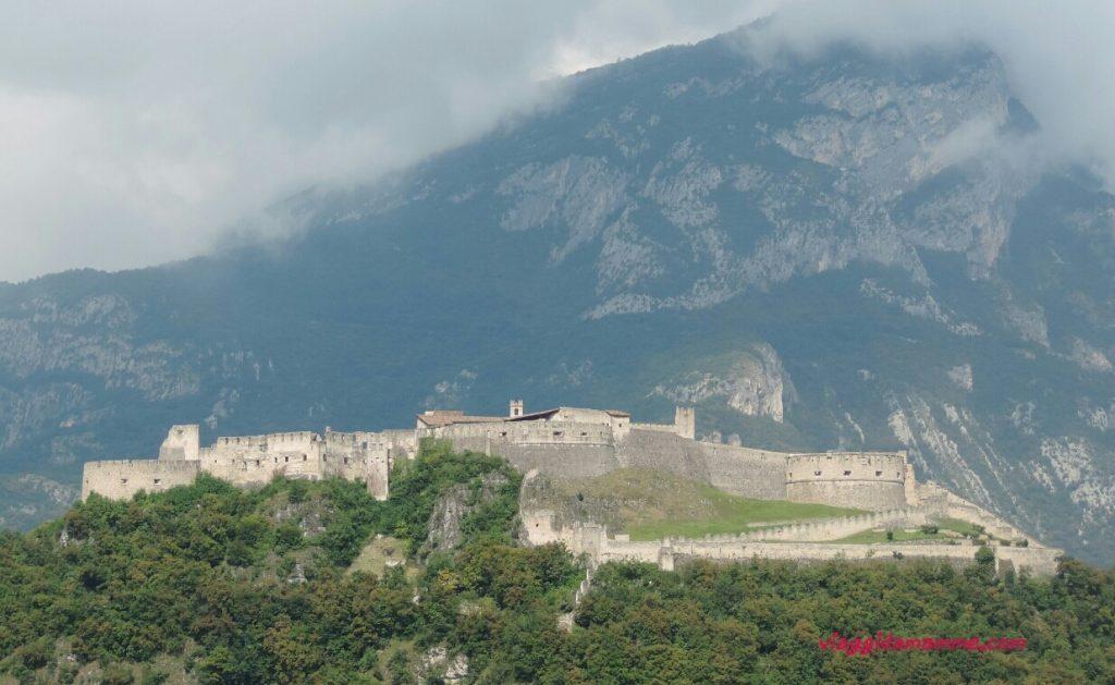 Castel Beseno il Trentino e i suoi castelli con i bambini foto copertina