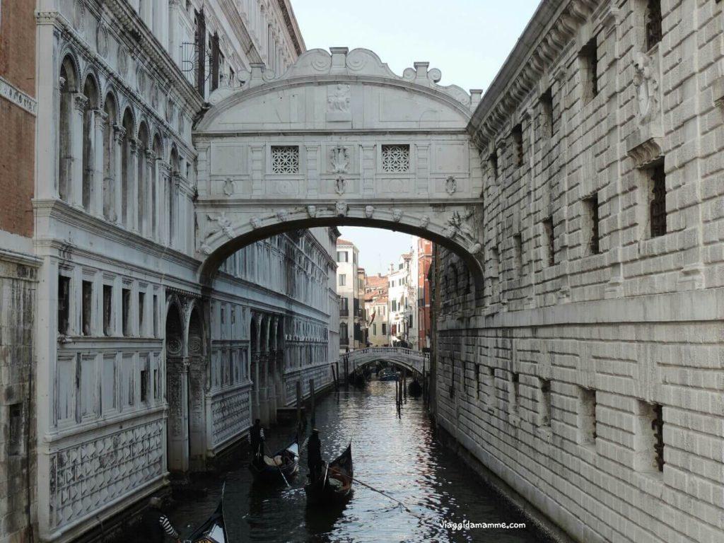 Cosa vedere a Venezia con i bambini in tre giorni - Ponte dei Sospiri -