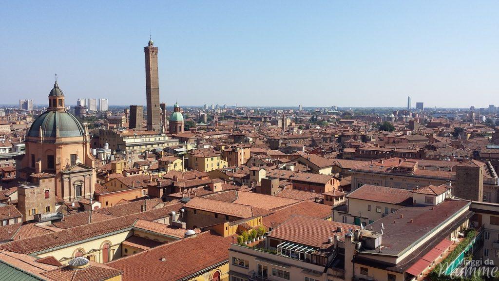 Cosa vedere a Bologna con bambini in due giorni -panorama sui tetti di Bologna, fonte Pixabay--